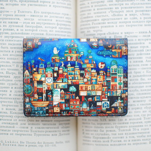 カードケース「忘れられた本たちの王国」