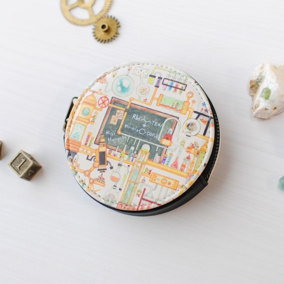 ミニコインケース「理科室に眠る実験道具の街」丸型ポーチ